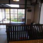 おスギスイーツカフェ - 中庭に面した座敷席もあります