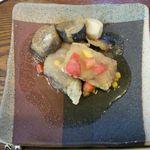 カフェ リトルキッチン ハヤマ - メインの魚の煮物 唐揚げにした魚におろしがたっぷり