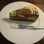 コーヒーショップ アバウト ア コーヒー - マーブルチョコレアチーズケーキ 320円