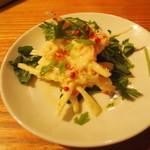 立飲 札幌バル - カニとセロリのサラダ