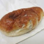 たま木亭 - クランベリーと練乳クリームパン