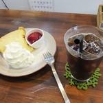 よりどこ - シフォンケーキとアイスコーヒーのセット