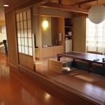 御幸荘花結び - 広い部屋だったので、お部屋に食事処があって、そこでの部屋食でした。