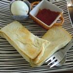 グランソリーゾ - ゆで卵とトーストとグレープフルーツジャム