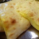 20961057 - 白いチーズナン