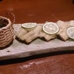 座 松本 - 料理写真:うなぎの白焼  ワサビをつけて海苔で巻いて~ジョワワ