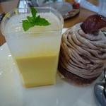 Patisseie Chez Akko - ケーキセットの2種のケーキ マンゴームースとモンブラン