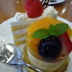 Patisseie Chez Akko - ケーキセットの2種のケーキ オレンジムースと苺のショートケーキ