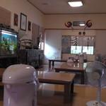 平野屋 - 座敷席奥から入口方面の景色