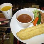 ペンランドカフェ - カリースティックセット:ナン風?スパイシーなカレーにチャイナスティックを付けて召し上がれ。