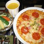ペンランドカフェ - ピザセット:クリスピーピザ&サラダ&ドリンク付き。