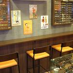 ペンランドカフェ - 店内はカウンター席とテーブル席になっております。