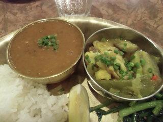 デウラリバッティ - ダルスープとジャガイモの煮物