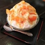 ちぃとぅ処 福屋 - 料理写真:マンゴーかき氷。マンゴーもシロップもたっぷり。