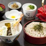 華元 - ミニ天丼とミニ山ざるのセット(950円)人気の高い2品を無理なくいただけるボリュームも人気の理由