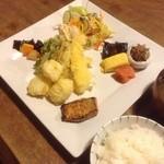 Moon Talk - とりさんの、天ぷら〜山椒のお塩で頂きました。サキサクして、ふんわりジューシーな食感何個でも食べれそう。
