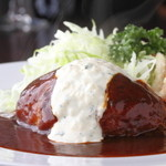 プクプク亭 - 独特の食感とソースが決め手 『プクプク亭特製ハンバーグ』