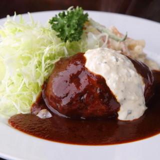 プクプク亭 - 料理写真:独特の食感とソースが決め手 『プクプク亭特製ハンバーグ』 洋ワサビのソースがアクセント。牛タンを加えて食感をプラスした、プクプク亭の名物メニューです。