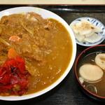 おおもり - カツカレー 味噌汁と漬物付き800円 総重量1400g