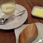 SLOW - 冷製コーンスープとパン