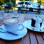 フラットホワイトコーヒーファクトリー - フラットホワイト'98とチョコレートケーキ