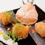 美食 個室・炭火焼・ワイン 縁 - ホワイトソースではなくトマトソースを使った人気商品!