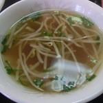 神戸一番 - 脂も適度に浮いた中華スープ