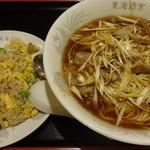 東海酒家 - 鶏肉細切りそば+半チャーハン