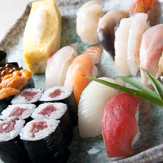 新鮮な海の幸を使った握り鮨をご堪能ください!