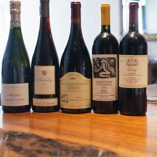 約100種のシャンパーニュと500種以上のワイン