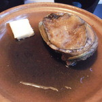 20982951 - 夕食2−1:鮑のバター蒸し(鮑が動いてます!!)