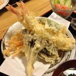 てんしん - 大海老天ぷら定食(1,200円)の天ぷら。2013年8月