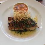 ラキュイエール - 2013年8月27日のランチのメイン「鶏肉のグリルとベーコンとキャベツのグラタン」