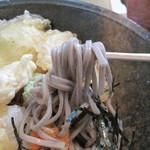 大徳屋 - 海老・カボチャ・ナス・玉ネギ・サツマイモの天ぷら付きです。 イモ天が結構お腹にたまりますので、満腹度高し。 蕎麦も普通に美味しい。