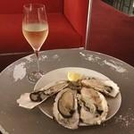 エビスオイスターバー  - 牡蠣4つとスパークリングで1,600円なら、ちょっといっぱい飲んでくのに良いと思いました。