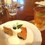森のおうち カフェ ポラーノ - 料理写真:安曇野の美術館、森のおうちで一休み。ブルーベリーケーキをいただく。