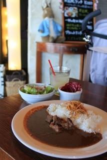 グラニット・カフェ - 一杯の贅沢 神戸牛カレー