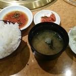 金太郎 - リブロース定食の白飯&キムチ&サラダ!