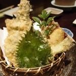 21002996 - キノコ,大葉などの天ぷら。