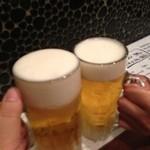 21004200 - ビールで乾杯!