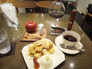 人形町 三日月座 - トーストとコーヒー