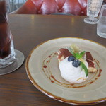 CAFE ARTISTA - ランチセット用のティラミスと、アイスコーヒー