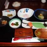 青荷山荘 - 料理写真:ご飯旨し&温泉卵濃厚&鮭の塩加減でご飯もすすむわ~