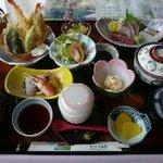 2101099 - 天ぷらもお造りも!丹生谷遊膳2625円