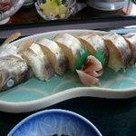 2101100 - 美しいあめごの姿寿司。単品だと780円ほど。