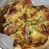 とまと - 料理写真:宅配。オムレツピザ。アスパラベーコン