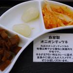 キッチンデミグラ - カレー付属の福神漬け・らっきょう・オニオンチャツネ