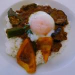 キッチンデミグラ - 辛!彩り野菜のキーマカレー
