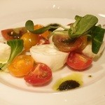 Trattoria RYUDO - 水牛のモッツァレラとカラフルトマトのカプレーゼ \1,200