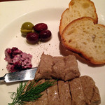 熟成屋 - メニュー名:田舎者パテ…本当は田舎風。                             30日間熟成した豚肉で作ったもの。